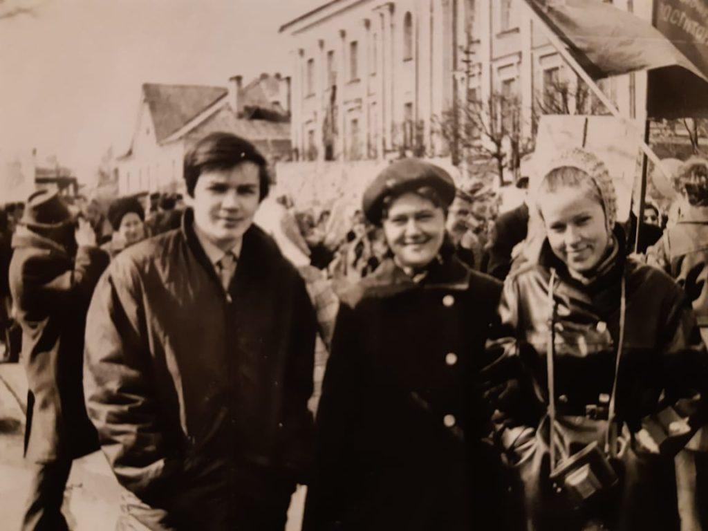На первомайской демонстрации: Александр Семенов, А.М. Чиркова., Тамара Матюхина
