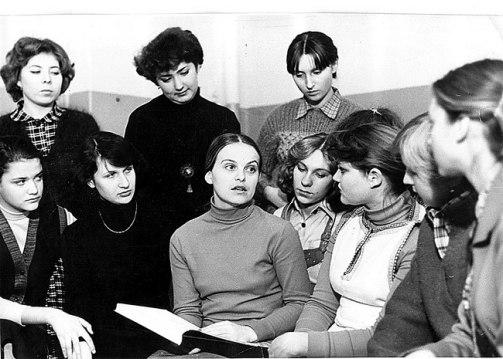 Урок музыкальной литературы. Т.В. Степовая с учащимися теоретического отдела. 1979 г.